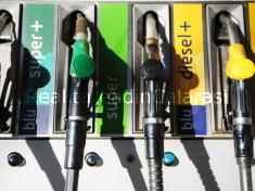 FOTO DI REPERTORIO  ©LAPRESSE 22-08-2012 Benzina oltre 2 euro, massimo storico