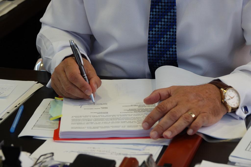 semnare contract debirocratizare